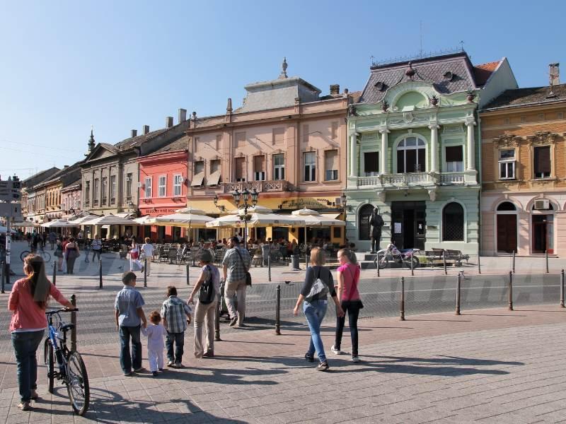 pedestrian-area-of-novi-sad-serbia_web